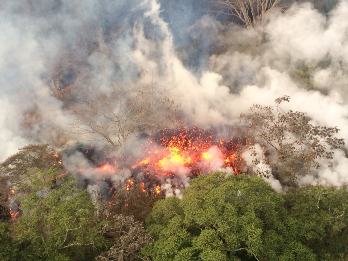 Kilauea May 16    lava spatter between fissures 16 and 20 USGS