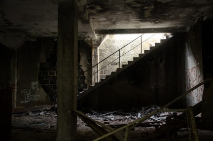 ruin_stairs_leave_destroyed_broken_dirty_building_factory-921666.jpg!d